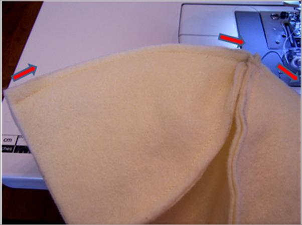 costurando o corpo da cestinha de páscoa com garrafa pet