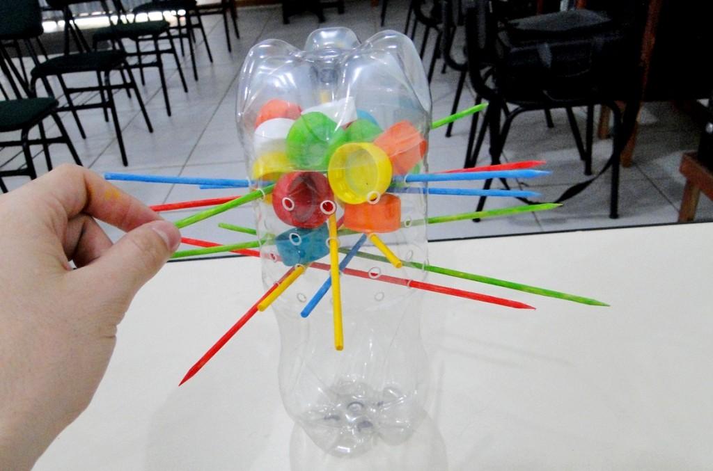 montagem e pintura do brinquedo com garrafa pet pronto