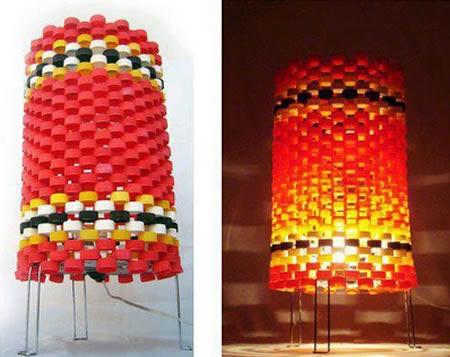 Luminária com tampinhas de garrafa PET