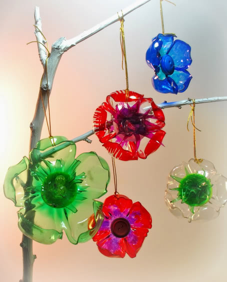 Flores feitas com garrafa PET