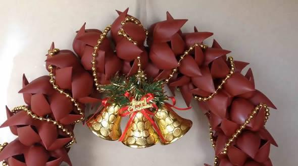 Linda Decoração para o Natal com Guirlanda de Garrafa PET