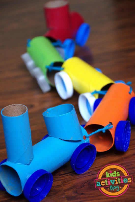 Brinquedo com rolo de papel higiênico
