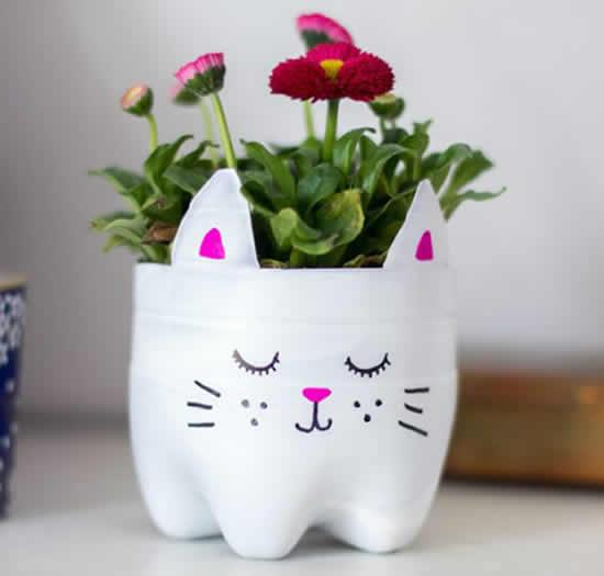 Vaso de bichinho com garrafa PET
